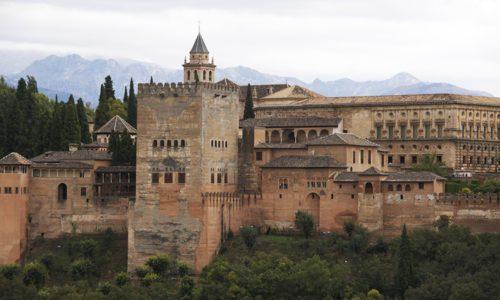 Visita Granada en minibus o autobus de alquiler