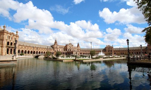 Visita Sevilla en minibus o autobus de alquiler